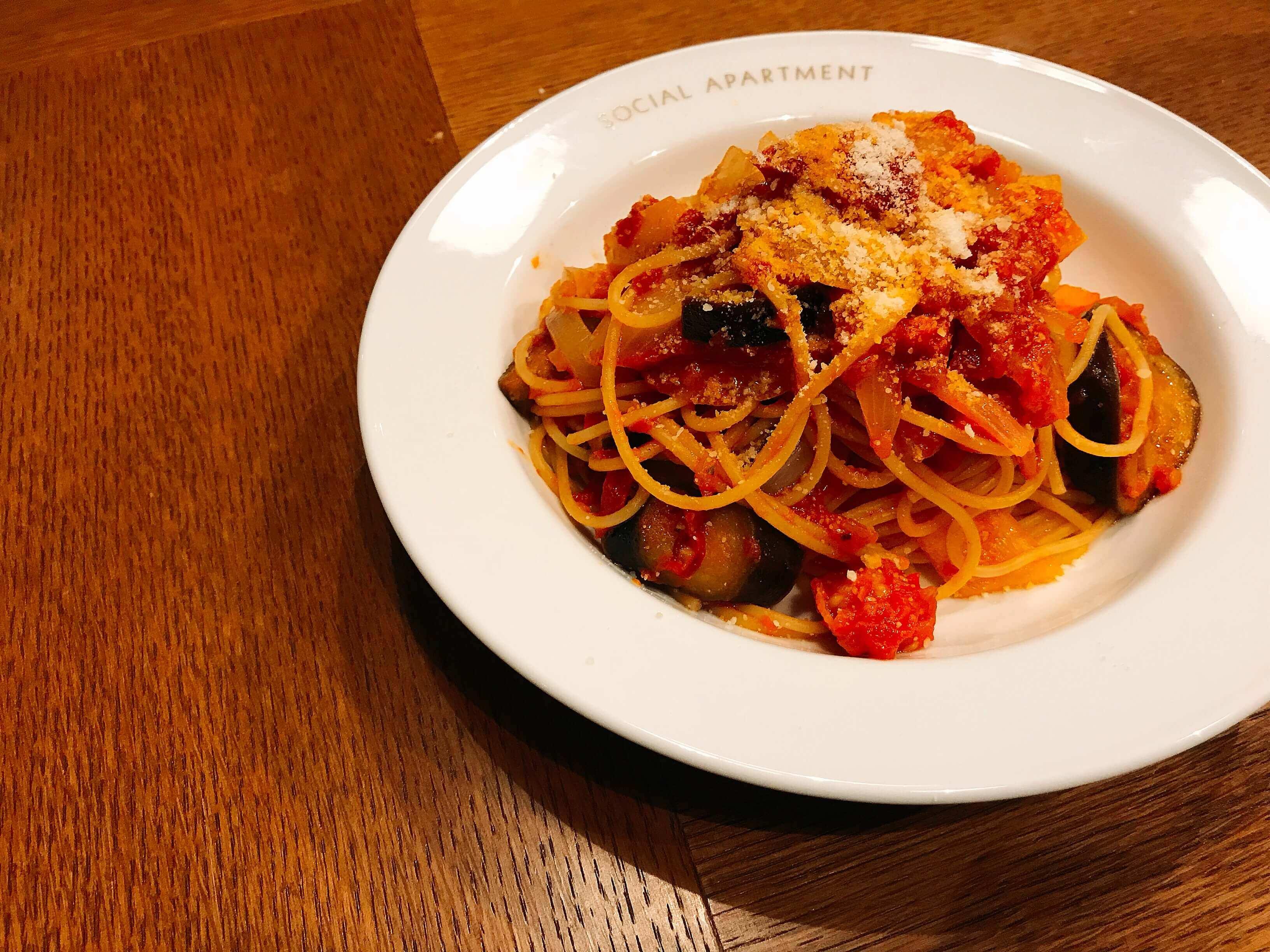 野菜たっぷりの菜園風トマトパスタ