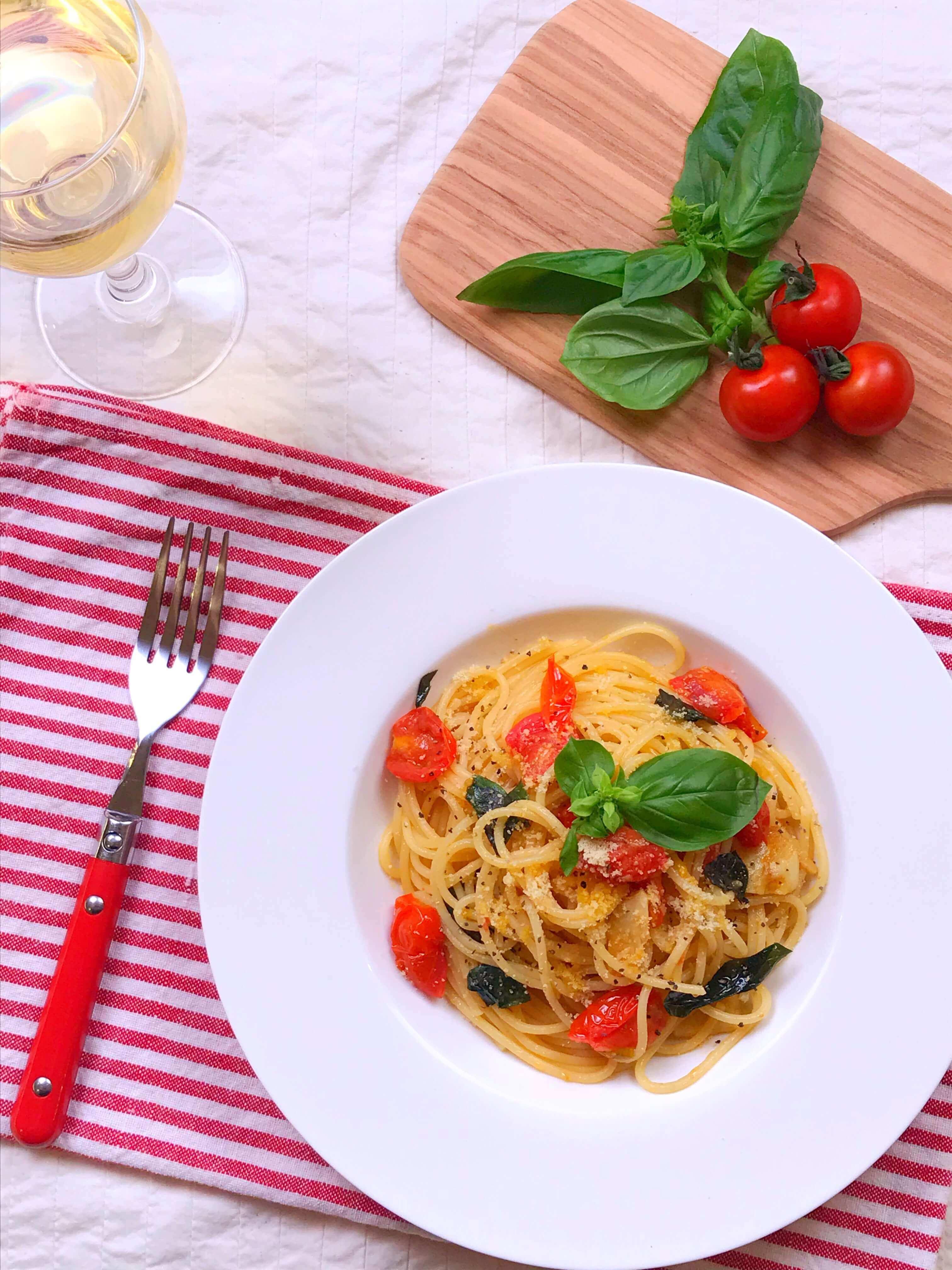 【簡単!おいしい!】トマトとバジルのパスタのレシピ
