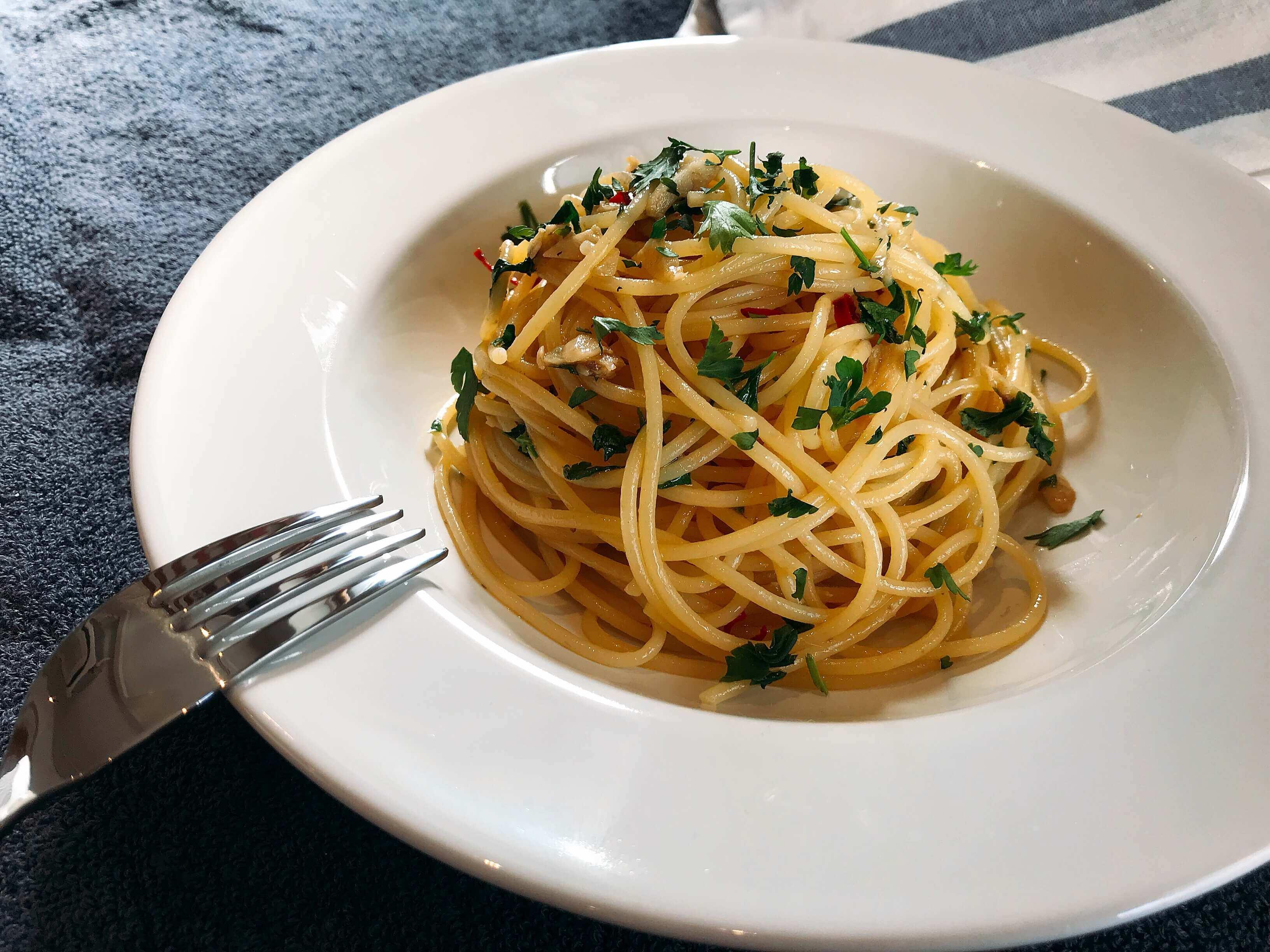 【簡単】パセリとアンチョビのまかないパスタのレシピ