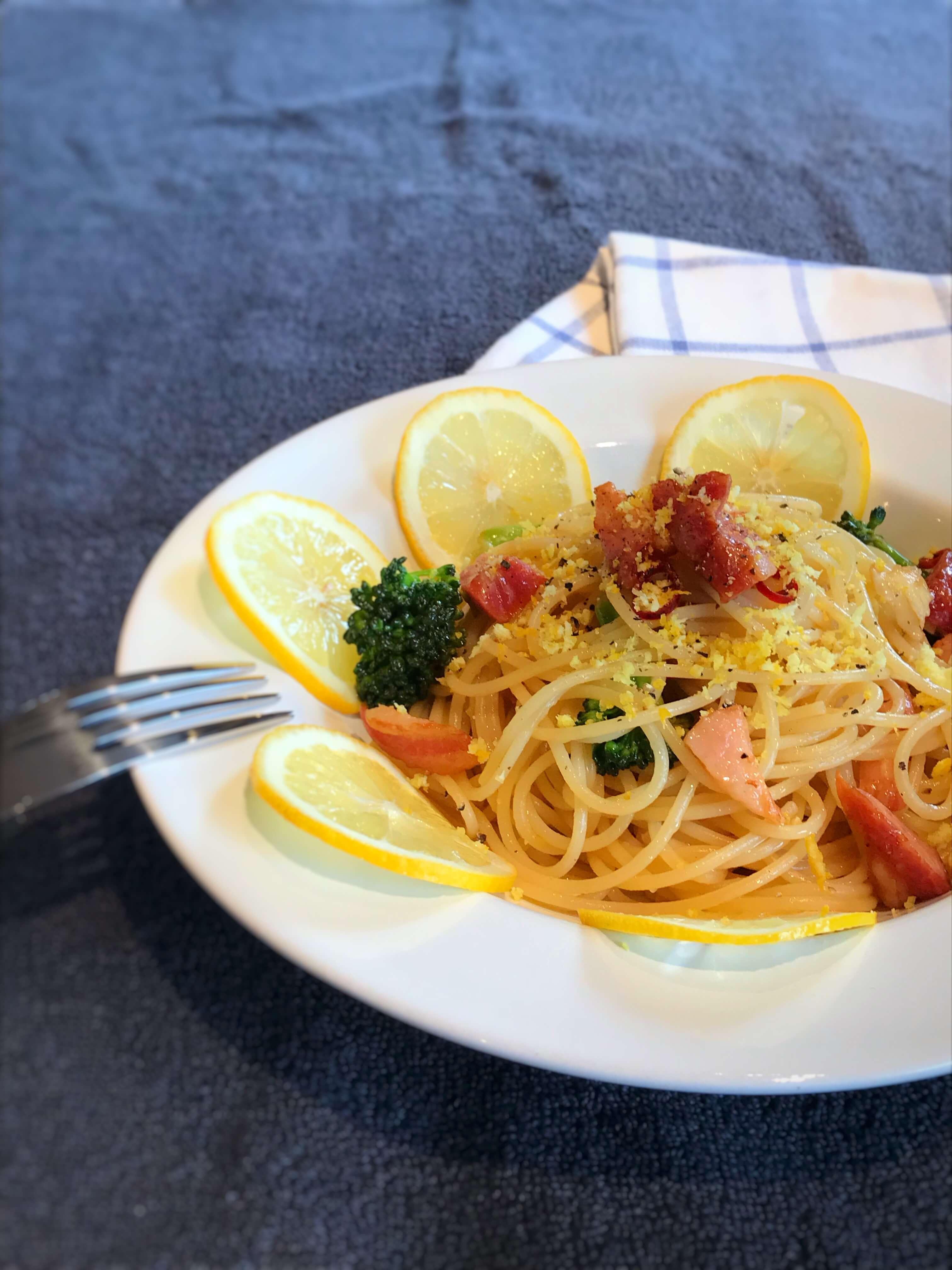 【インスタ映え!】ベーコンとブロッコリーのレモンパスタのレシピ