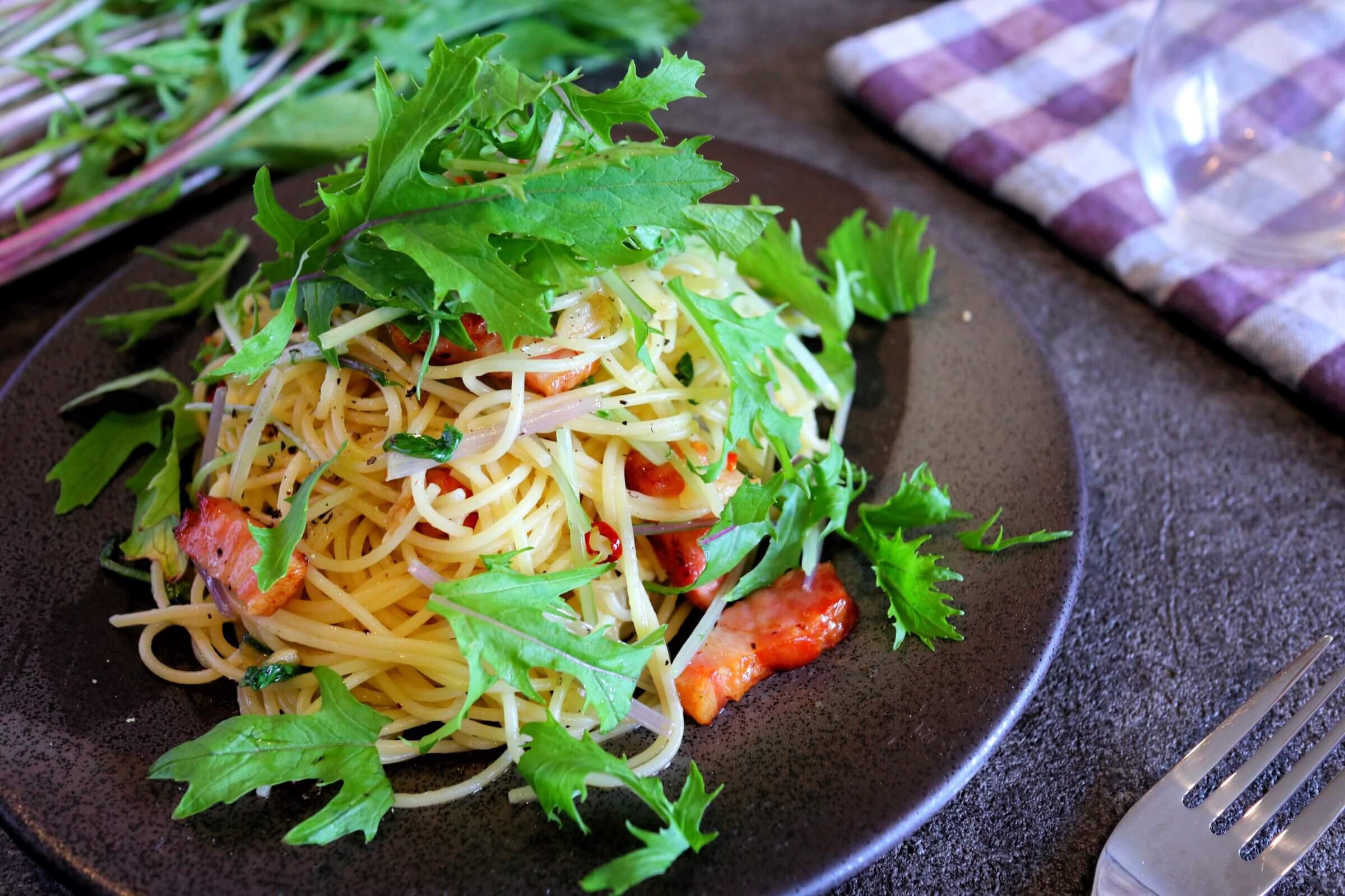 【超簡単!】水菜とベーコンのオイルパスタのレシピ