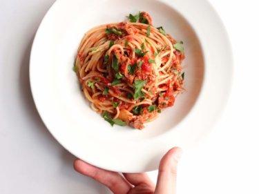 【思わずニヤける!】絶品!鯖缶トマトパスタのレシピ
