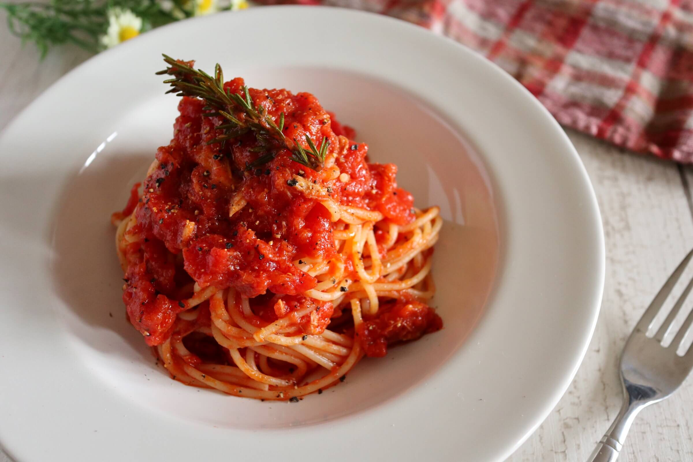 【隠し味は〇〇!?】ツナのトマトパスタのレシピ