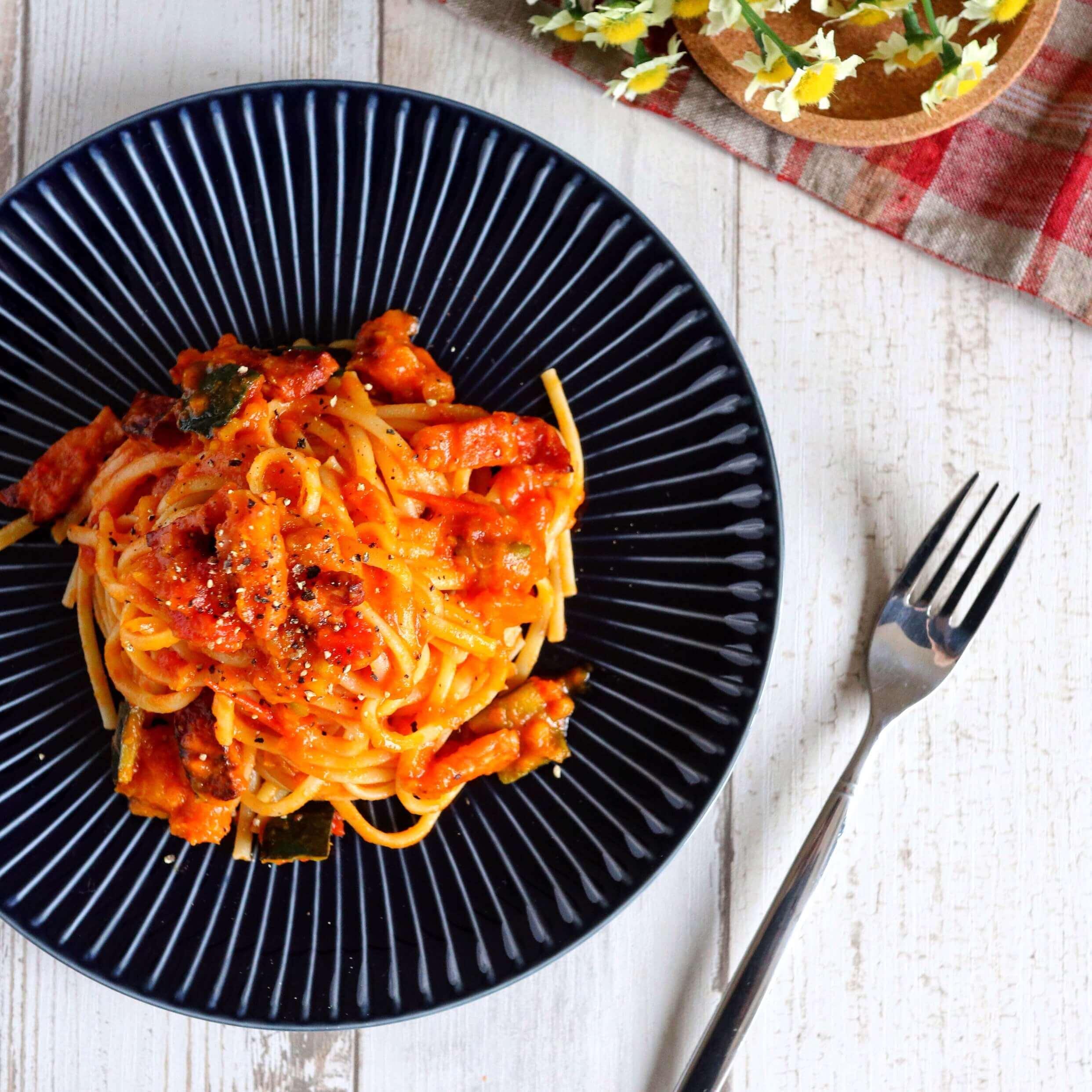 【絶品】かぼちゃとベーコンのトマトパスタのレシピ