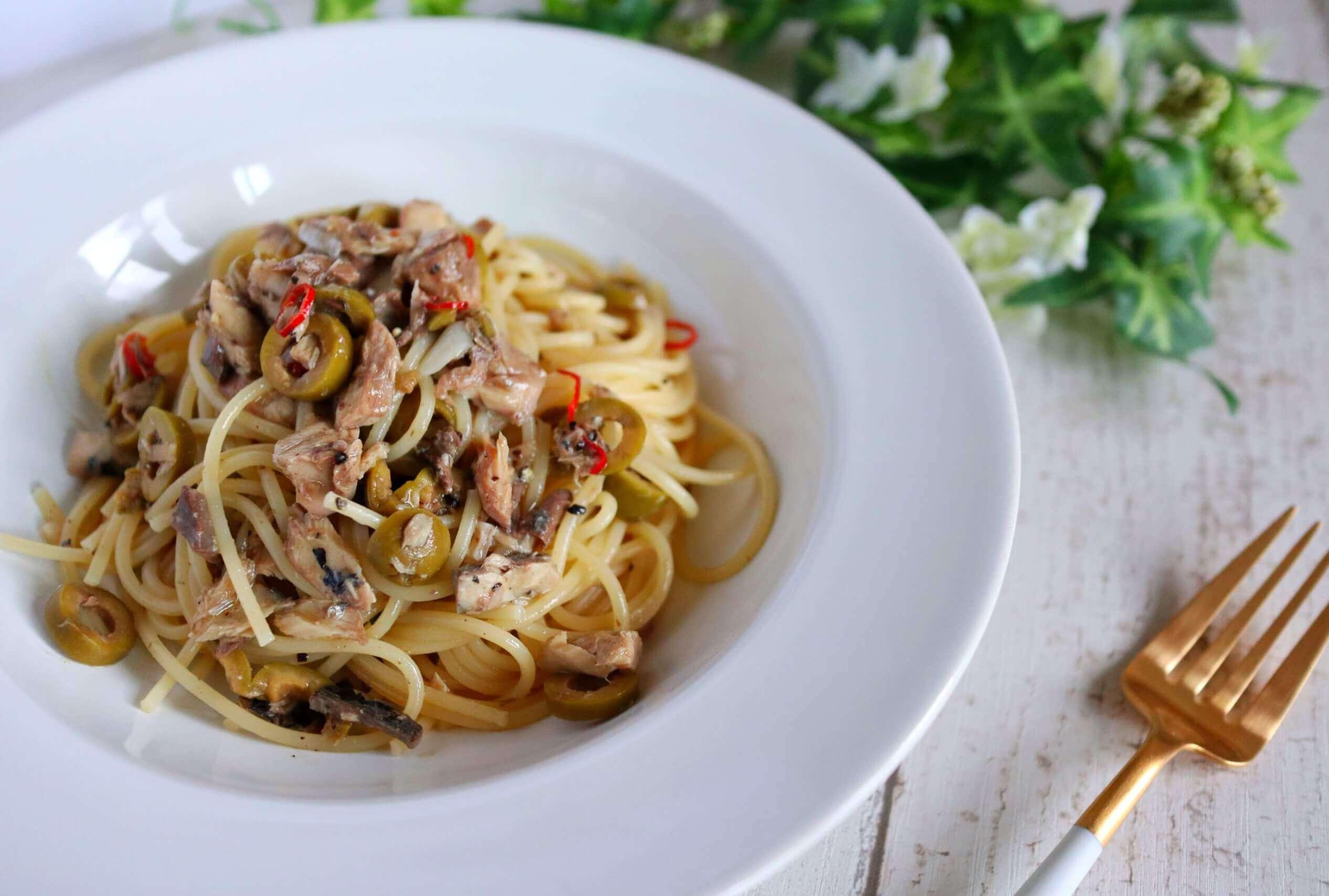 【超簡単!】鯖缶とオリーブのオイルパスタのレシピ