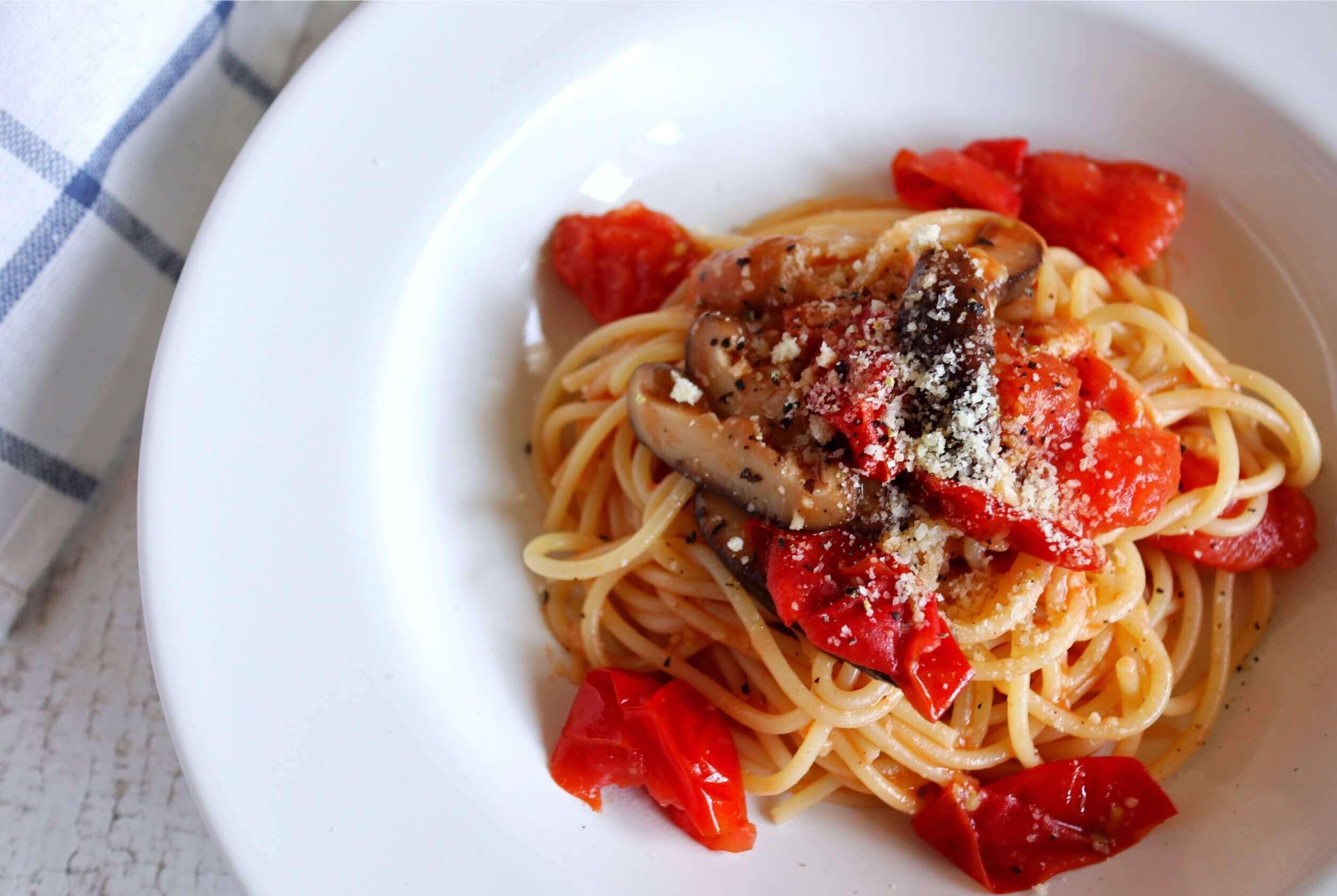 【超簡単!】椎茸とトマトのオイルパスタのレシピ