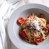 挽肉とトマトの赤ワイン煮パスタ
