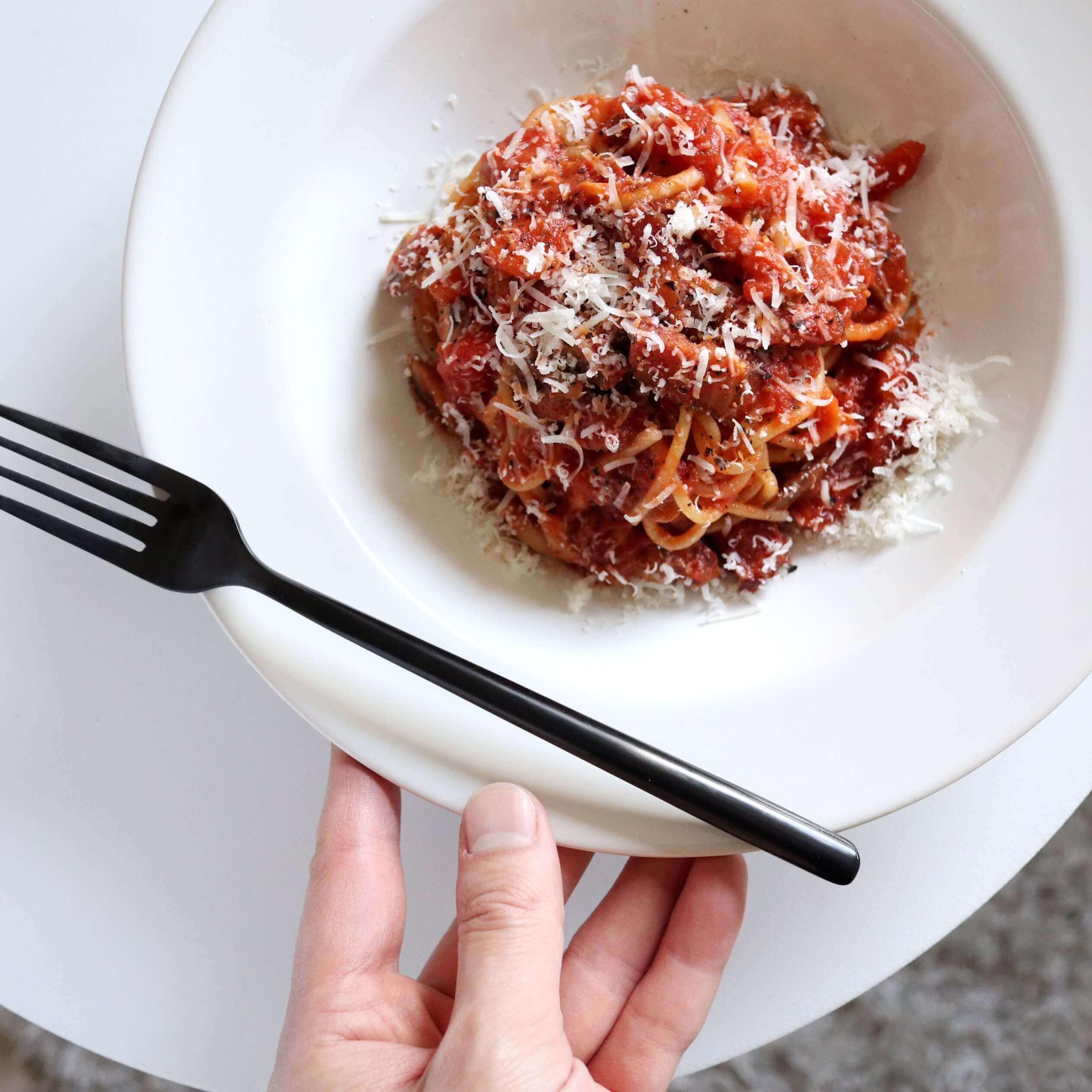 【旨み溢れる!】ベーコンとマッシュルームのトマトパスタのレシピ