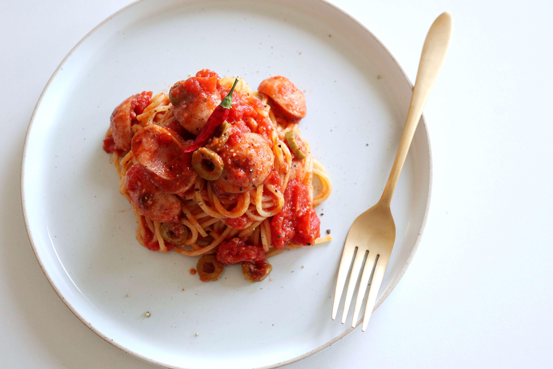 【簡単!】ソーセージとオリーブのトマトパスタのレシピ