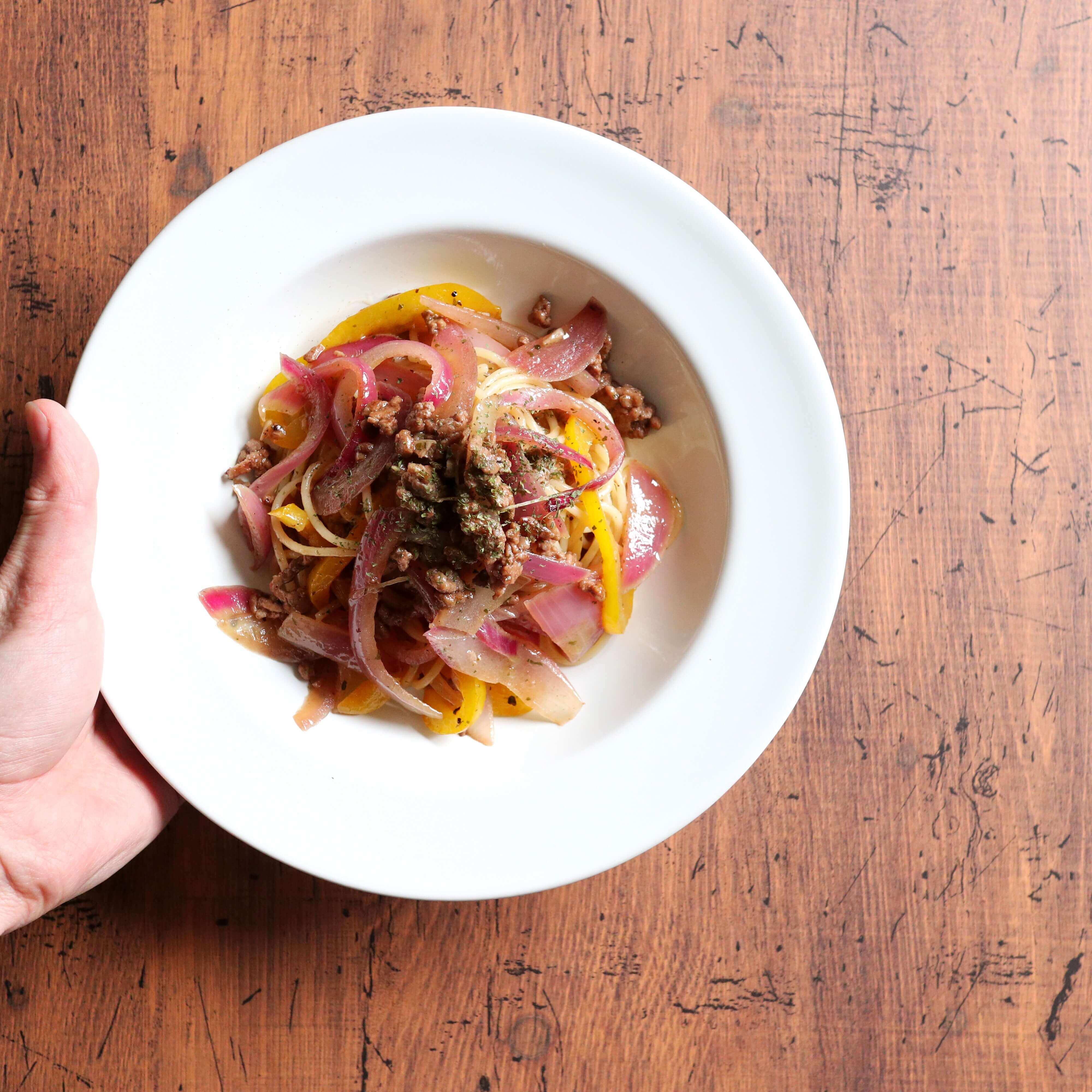 【余りもので簡単!】豚肉とパプリカのパスタのレシピ