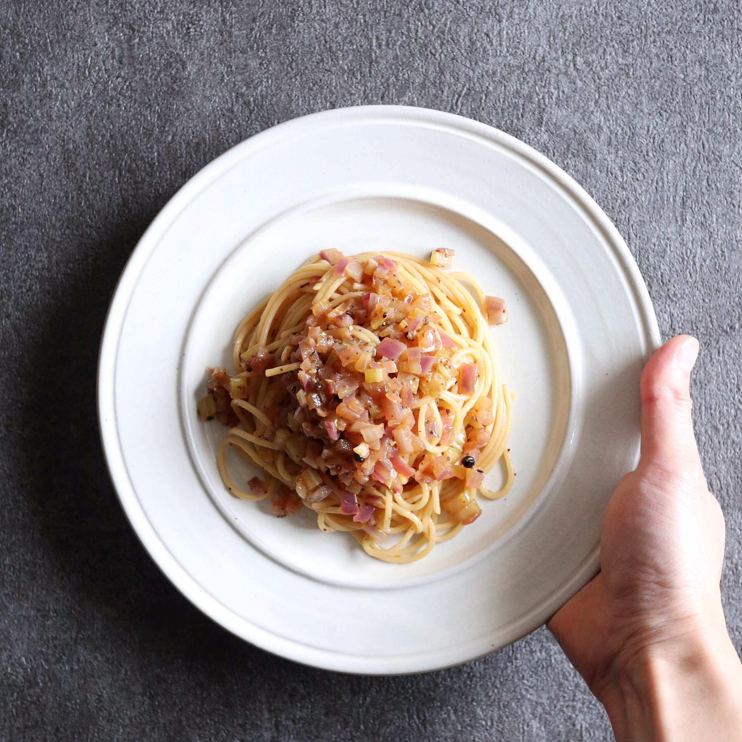 【超簡単】香味野菜と生胡椒のオイルパスタのレシピ