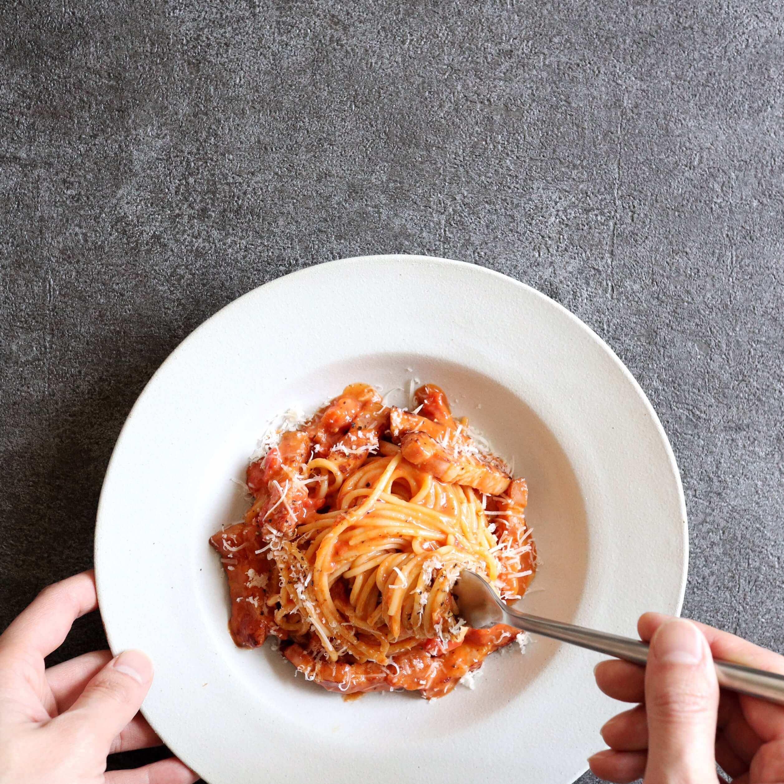 【魅惑の美味しさ!】トマトカルボナーラのレシピ