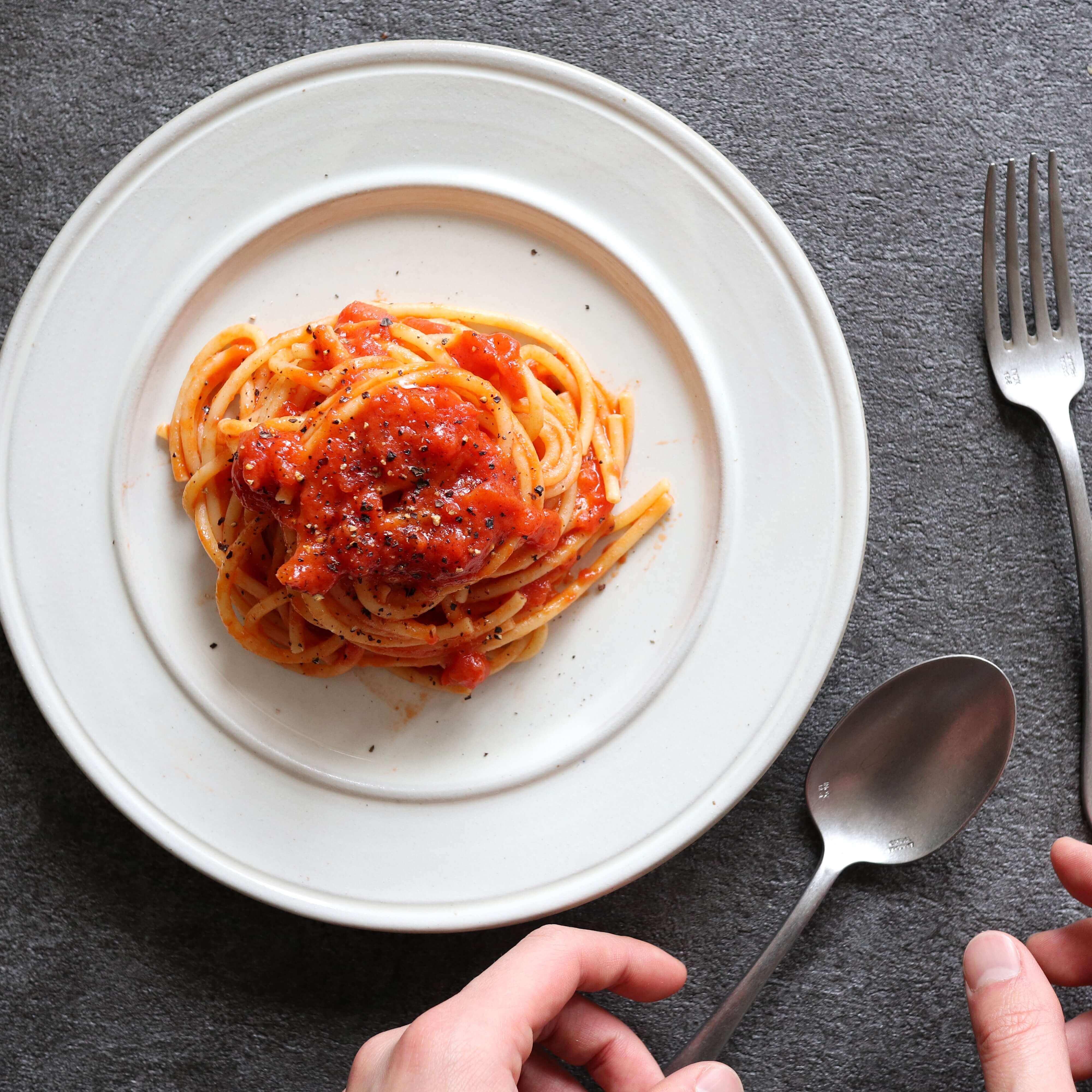 【シンプルに作る!】ザ・トマトパスタのレシピ