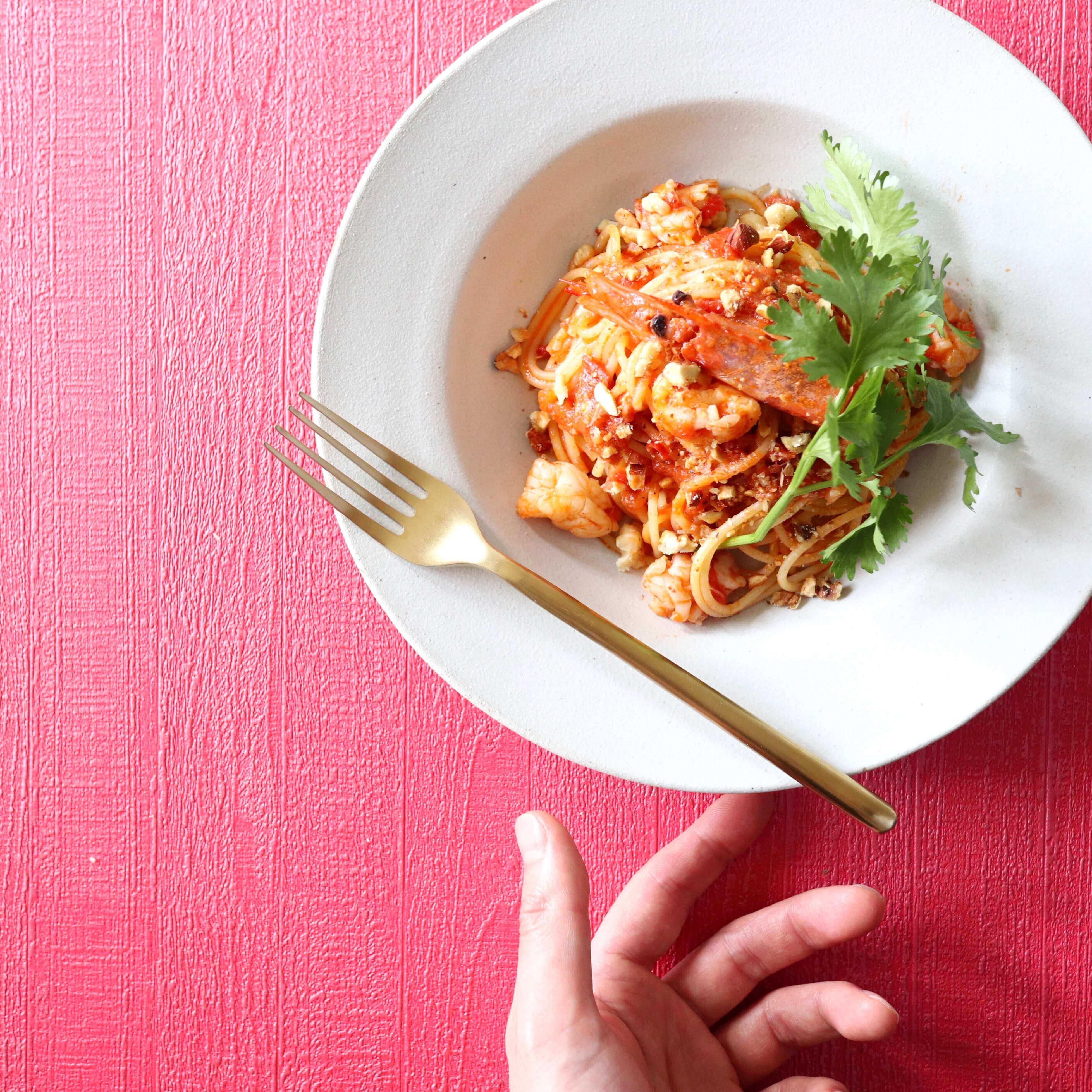 【まるでタイ料理!?】赤海老のエスニック風トマトパスタのレシピ