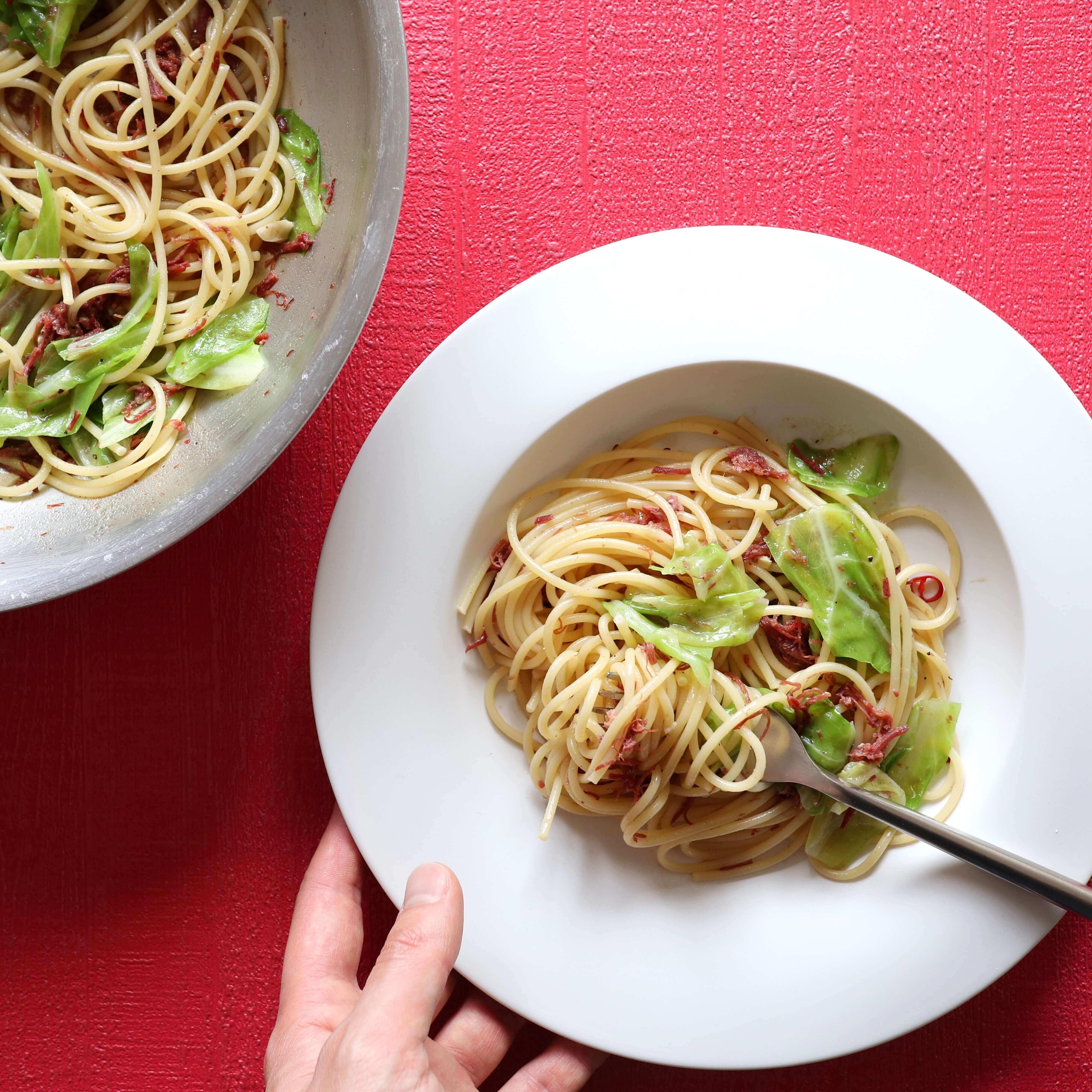 【美味!】コンビーフとキャベツのオイルパスタのレシピ
