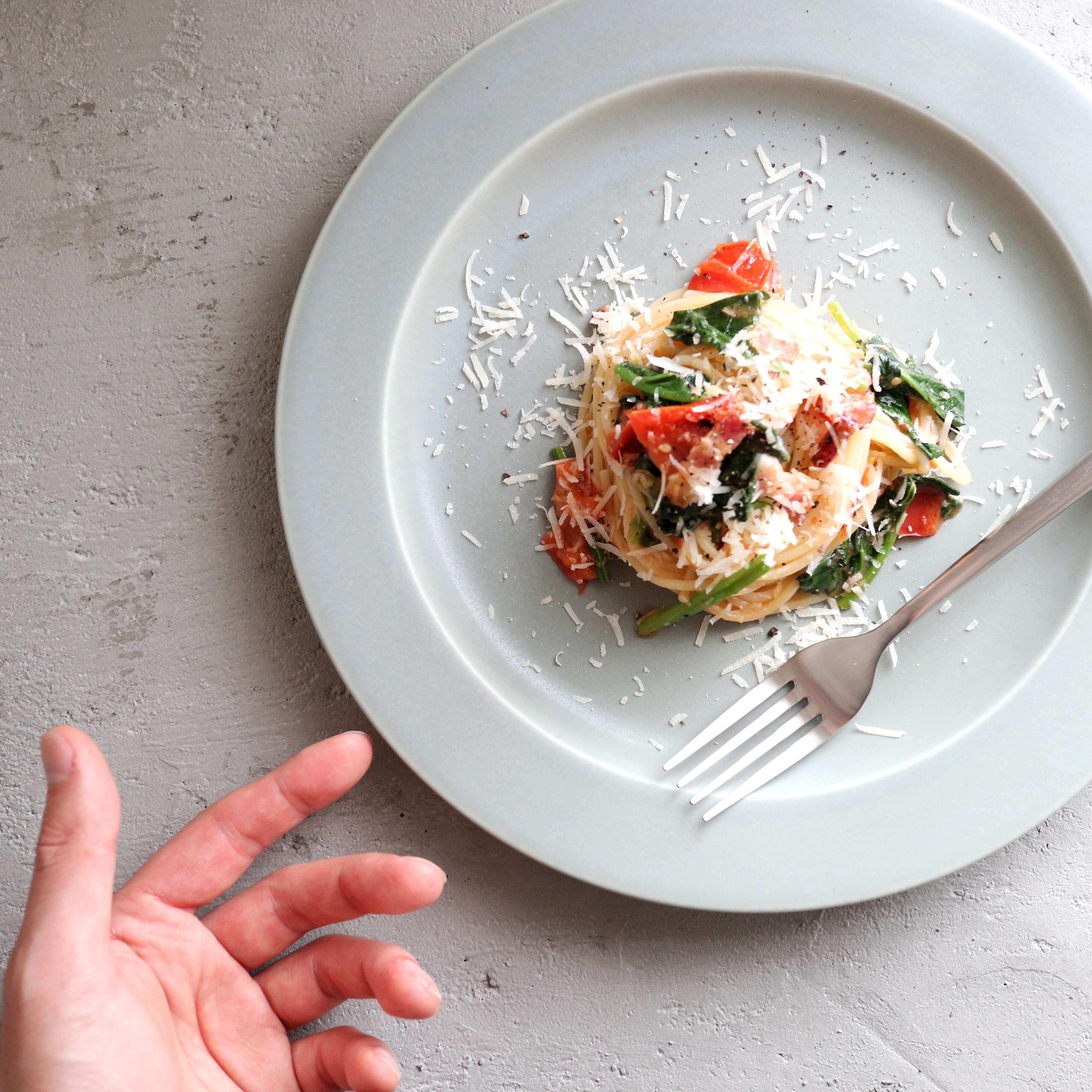 【超簡単】ほうれん草とトマトのオイルパスタのレシピ