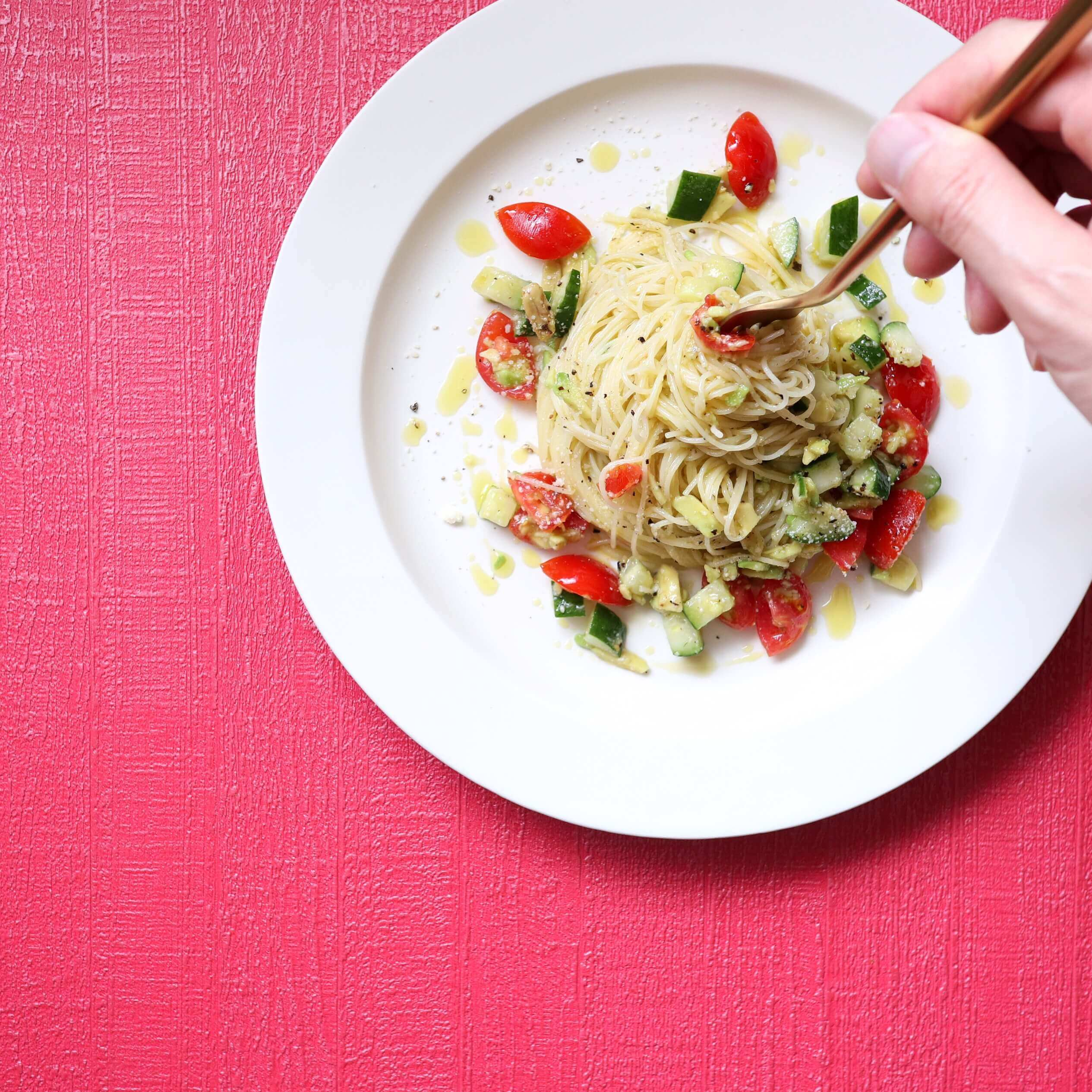 【さっぱり美味しい!】アボカドときゅうりの冷製パスタのレシピ
