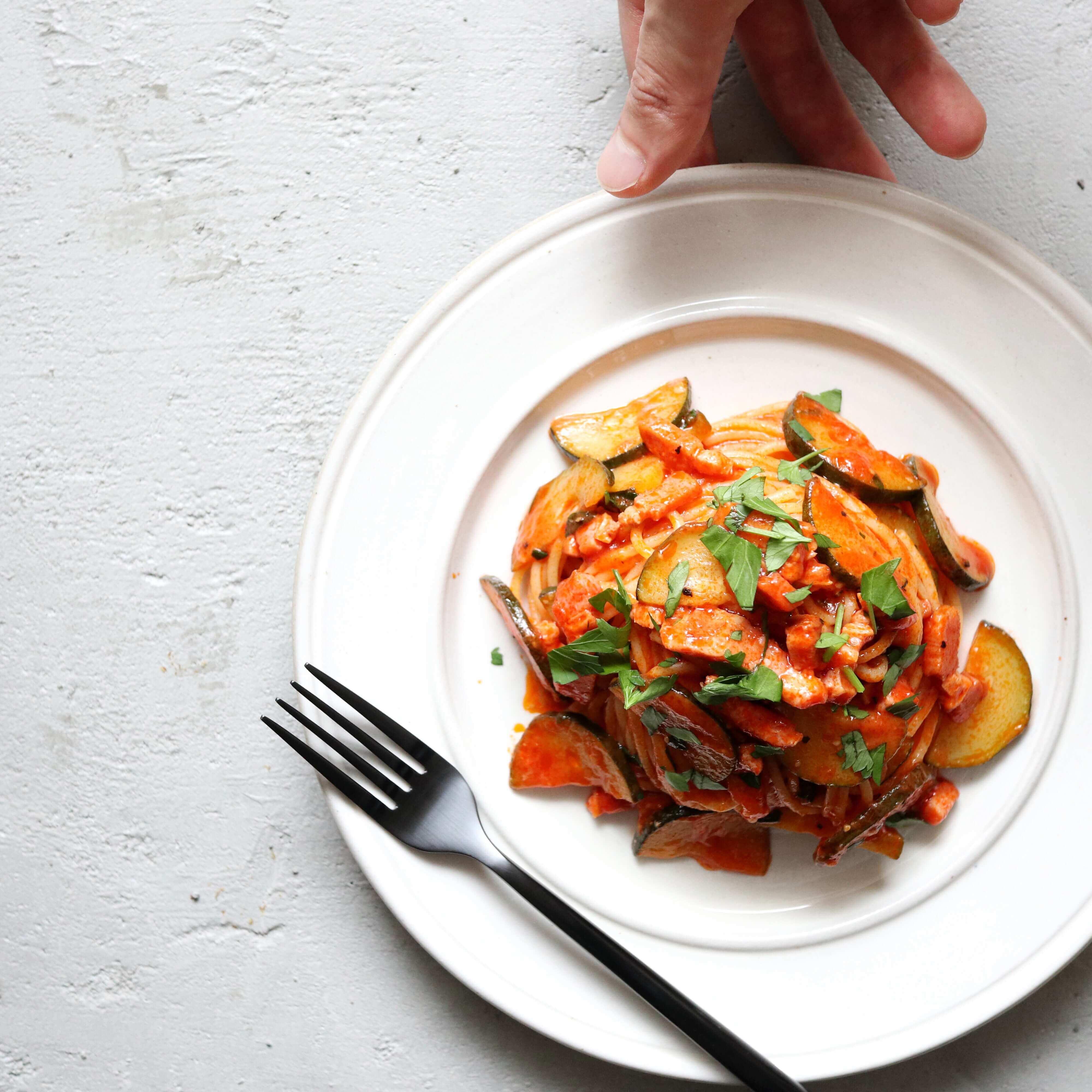 【お店の味】ズッキーニとベーコンのトマトパスタのレシピ