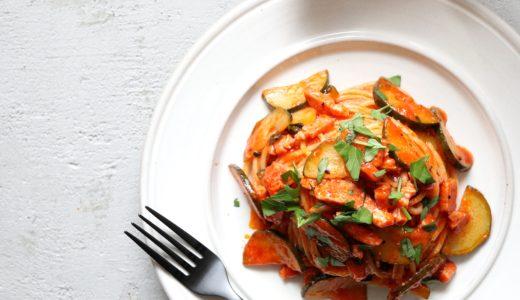 【お店の味!】ズッキーニとベーコンのトマトパスタ
