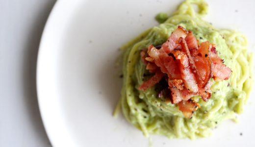 【簡単美味しい!】カリカリベーコンのアボカドパスタのレシピ