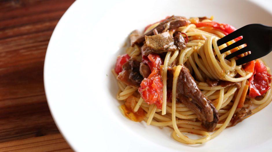 ポルチーニとトマトのオイルパスタ
