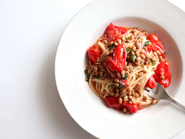 【フライパン不要!】焼きトマトと納豆のパスタのレシピ