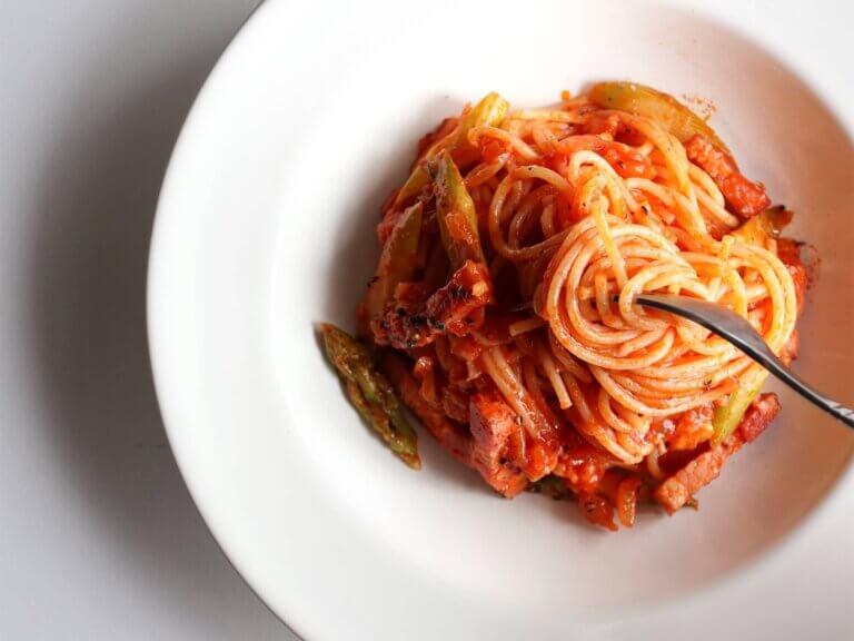 アスパラとベーコンのトマトパスタ