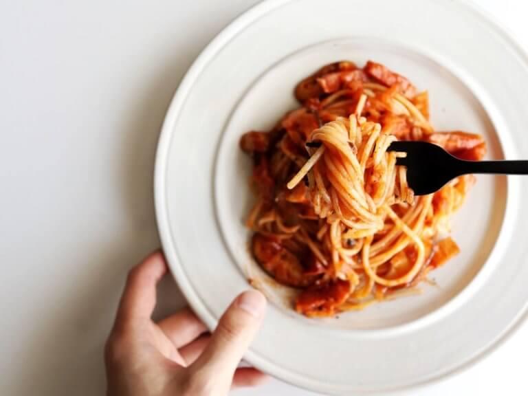 玉ねぎと椎茸のトマトパスタ