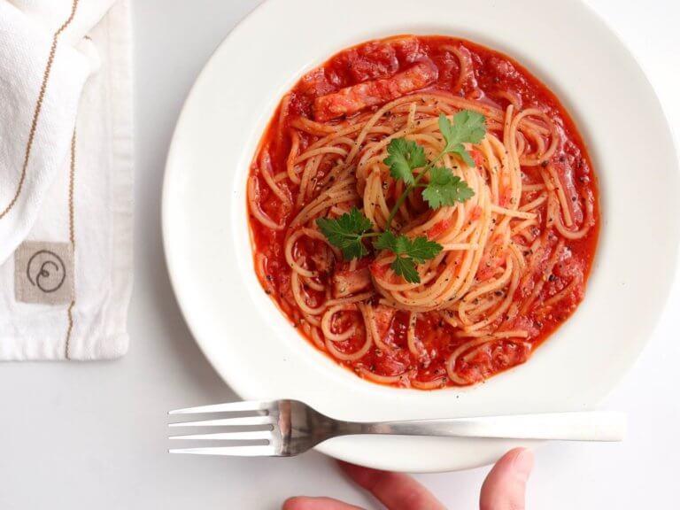 ツナとベーコンのトマトパスタ