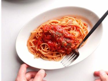 【残り物で簡単!】玉ねぎとマッシュルームのトマトパスタのレシピ