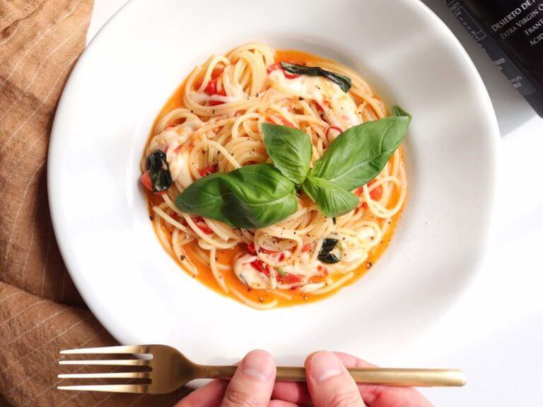 モッツァレラとトマトのパスタ