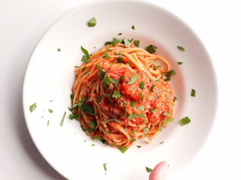 玉ねぎとツナのトマトパスタ