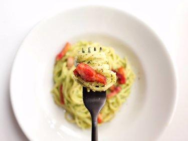 【簡単美味しい】カリカリベーコンのアボカドパスタのレシピ