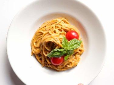 【混ぜて簡単】アボカドとトマトの濃厚クリーミーパスタのレシピ