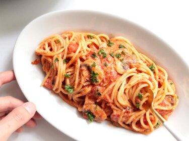 【缶詰で簡単】カニ缶トマトクリームパスタのレシピ