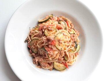 【この夏食べたい】ズッキーニと豚ひき肉のパスタのレシピ