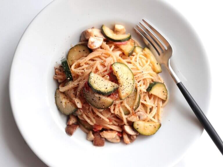 ズッキーニと生トマトのアンチョビパスタ